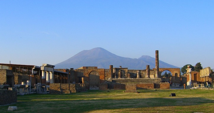 view-of-vesuvius-over-the-ruins-of-pompeii_w725_h383